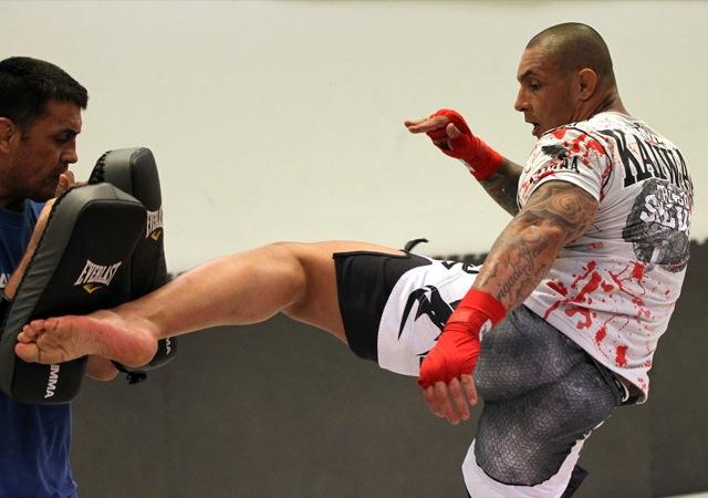 Thiago Silva esquenta as canelas para o que talvez seja seu mais duro duelo no MMA, na Suécia. Foto: Josh Hedges/Zuffa LLC/Zuffa LLC via Getty Images.