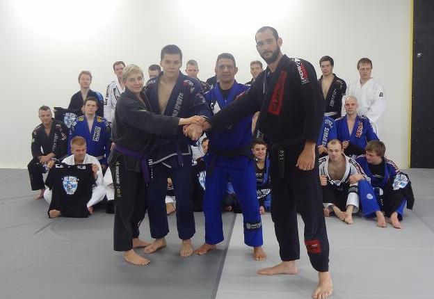 Um aulão de Jiu-Jitsu na Finlândia com quedas, raspagens e finalizações