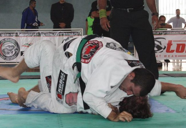 Como você gosta de escapar da montada no Jiu-Jitsu?