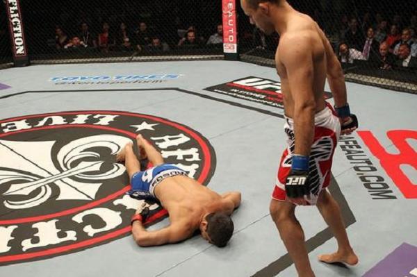 """As lições da derrota do """"Caveira"""" Paulo Thiago no UFC Suécia"""
