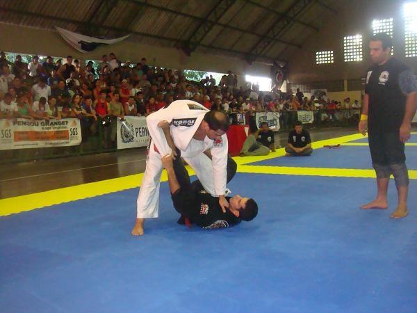 """Sensação leve do Nordeste ensina: """"Tenha um plano A, B e C no Jiu-Jitsu"""""""