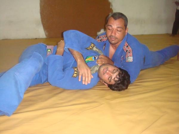 Learn a takedown and finish for right at the start of a Jiu-Jitsu match