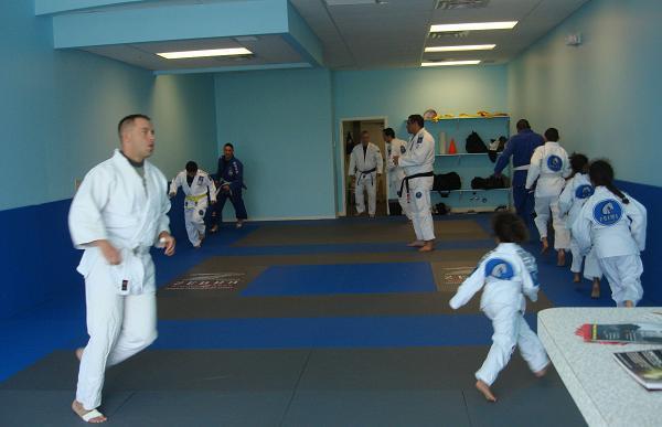 Sharpen your Jiu-Jitsu guard and finish with an arm and triangle