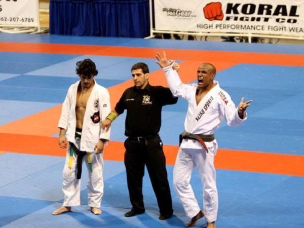 Vídeo: O ezequiel de Serginho Moraes em Kron Gracie no Mundial de 2008