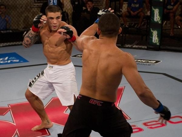 "The nuts and bolts of Daniel Sarafian's ""choke-the-goose"" on TUF Brazil"