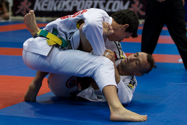 Learn a choke from the closed guard with Kayron Gracie to celebrate his birthday