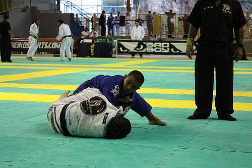 Learn to finish from ex-capoeira player turned Brazilian Jiu-Jitsu champ