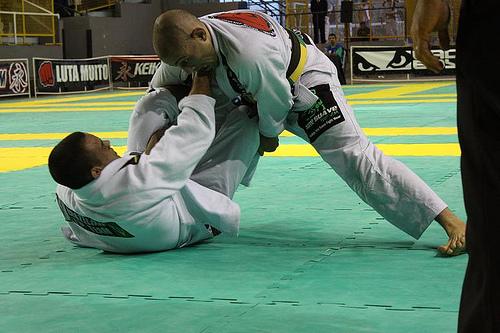 Sink an armbar like Leonardo Cascão, featherweight champ of Brazil