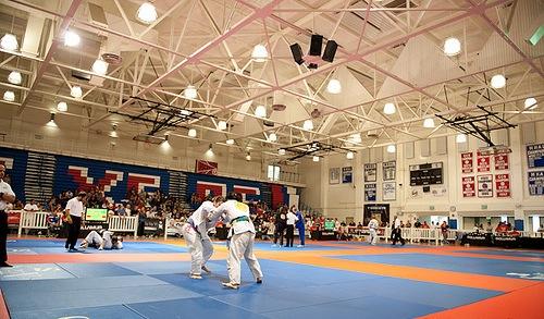 A emoção de um campeonato de Jiu-Jitsu em 8 minutos e meio