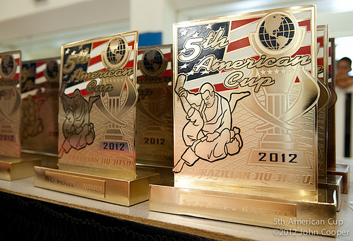 A mesa de troféus da American Cup 2012. Foto: John Cooper.