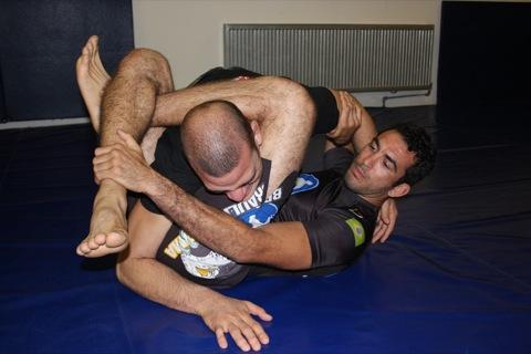 Jiu-Jitsu: use o triângulo invertido para surpreender no treino hoje