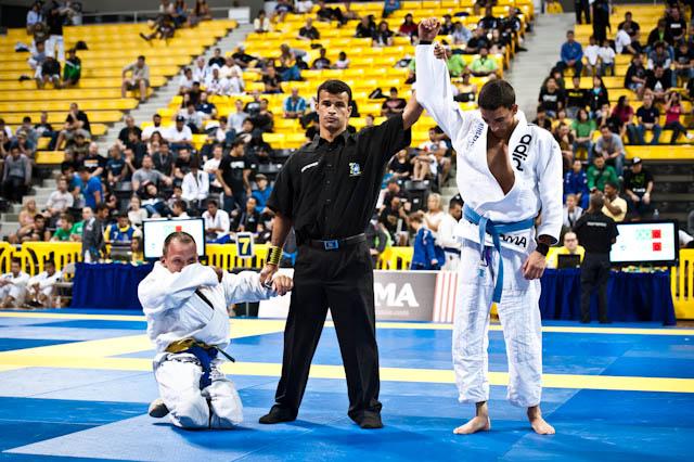 Tyler Brey, numa das grandes cenas do Mundial 2011 da IBJJF. Fotos: Ivan Trindade.