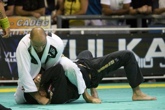 Looking to pass open guard in BJJ? Attention to the chin and wrist