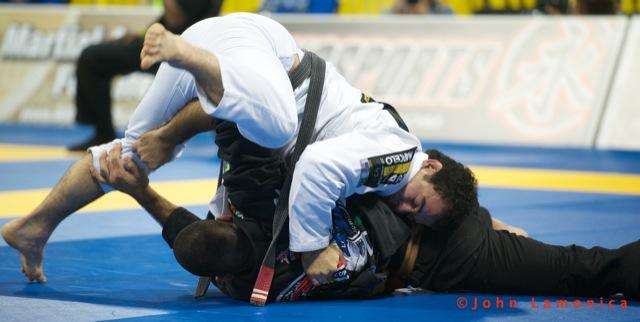 Marcelinho Garcia em ação no Mundial 2011. Foto por John Lamonica.