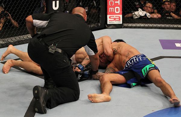 """O golpe de Jiu-Jitsu do """"Zumbi Coreano"""" que levantou os fãs no UFC on Fuel"""