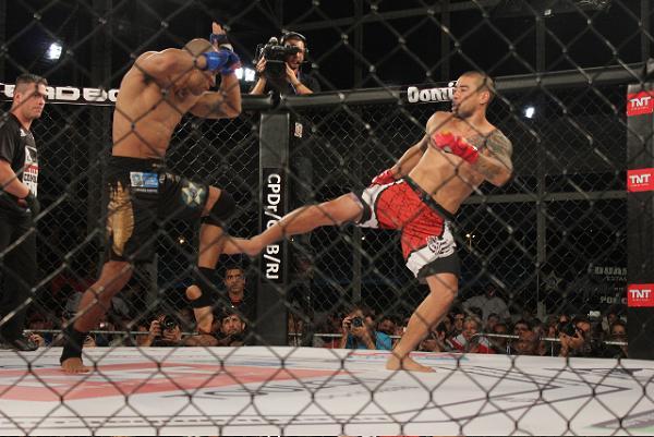 O policial carioca que ama estar atrás das grades explica por que luta MMA