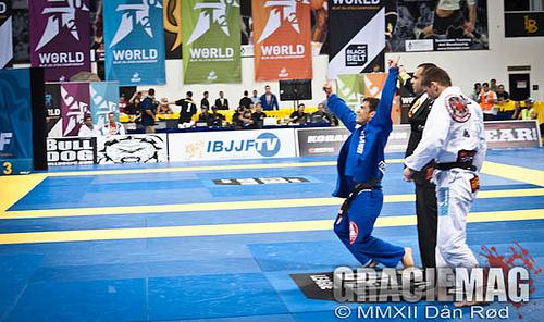 Campeão mundial, Otávio Sousa ensina a fazer o oponente entrar no seu jogo