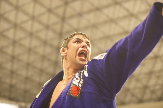 Um possesso Bochecha venceu Rodolfo, Bê Faria e Léo Nogueira no mesmo fim de semana, no Mundial 2012. Foto: John Lamonica/GRACIEMAG