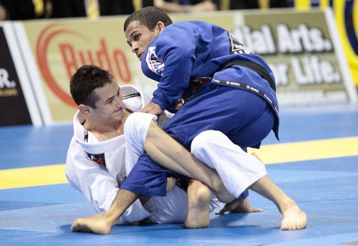 Bruno Malfacine in Caio Terra's guard, in the World Championship 2012. / Photo: GRACIEMAG
