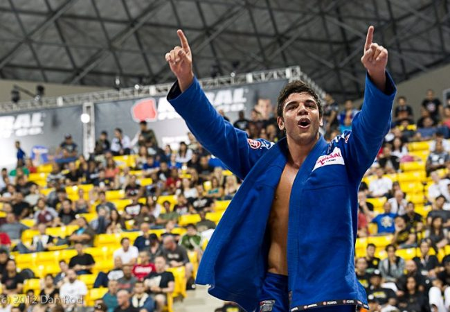 Check out 2012 Worlds brown belt absolute champ João Gabriel's style