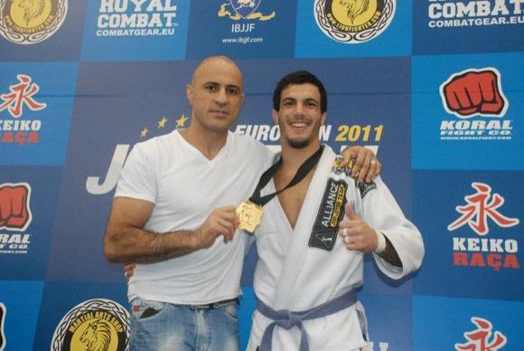Victor Genovesi no podio com o pai Alexandre Gigi Paiva