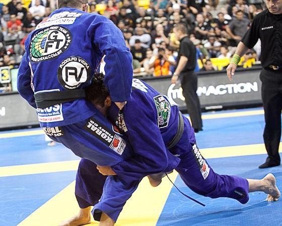 Estude o double-leg antes de ir para treino de Jiu-Jitsu hoje