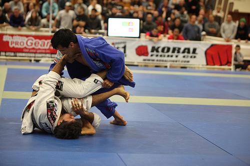 Ajuste a pegada de costas no Jiu-Jitsu com Rubens Cobrinha