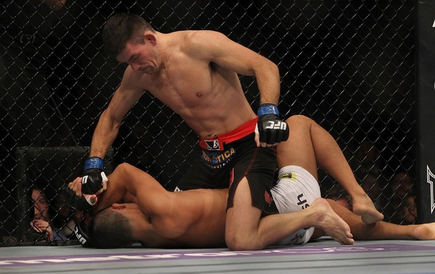 A rápida vitória de Demian Maia foi uma das lutas exibidas pela Rede Globo, com atraso. Foto: Divulgação UFC
