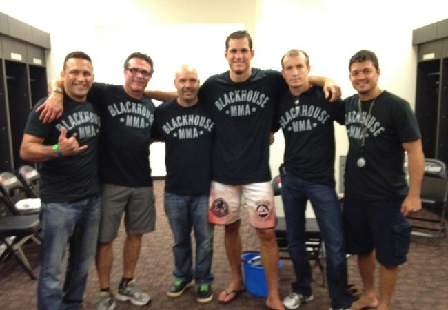 "Roger Gracie subdues Jardine at Strikeforce, even if leaving it to ""the last minute"""