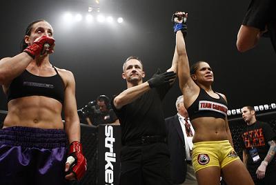 Leoa dos Ringues ataca em evento de MMA exclusivo para mulheres