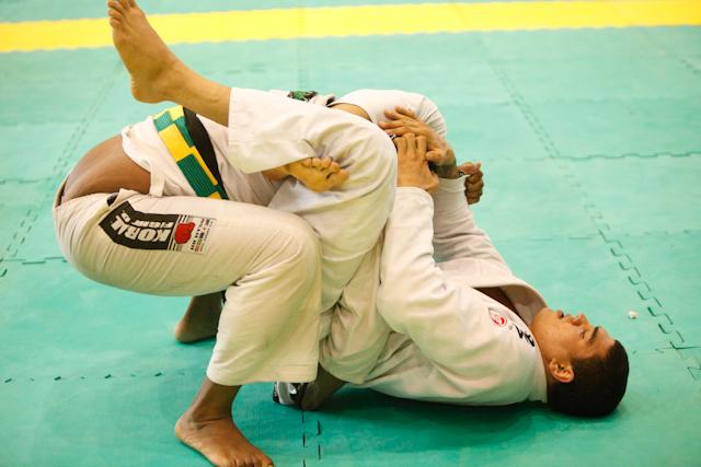Braga Neto treina com Adriano Martins e espera oponente no UFC