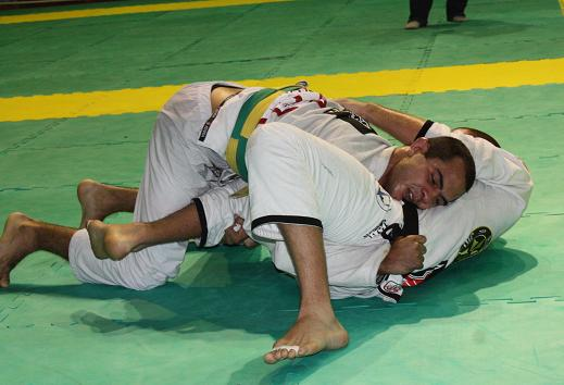 Start the week passing guard in Jiu-Jitsu