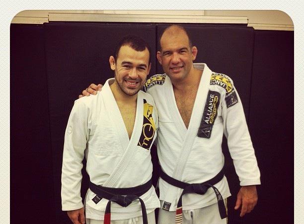 Veja Marcelinho Garcia recebendo mais um grau na faixa-preta de Jiu-Jitsu