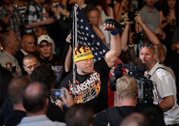 Photo gallery: Anderson Silva, Tito Ortiz, Demian Maia and VIPs at UFC 148