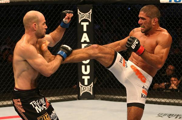 UFC first-timer teaches efficient Jiu-Jitsu armbar
