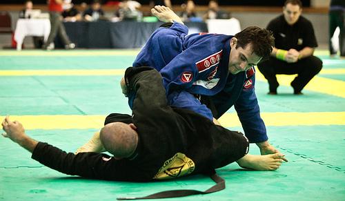 Use the lapel to finish in Jiu-Jitsu!