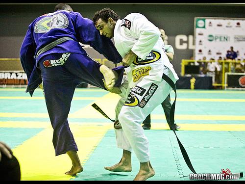 Veja Romulo Barral estrangulando no Rio Open de Jiu-Jitsu