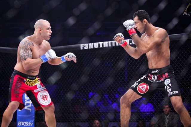 Braulio Estima prepara investida antes de derrubar Chris Holland e finalizar no Titan FC MMA Foto Ryan Loco