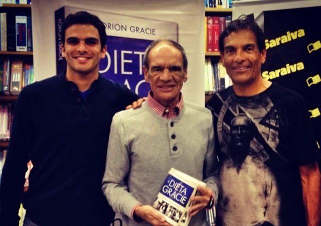 Lançou o livro da Dieta Gracie no Rio e foi comer uma pizza