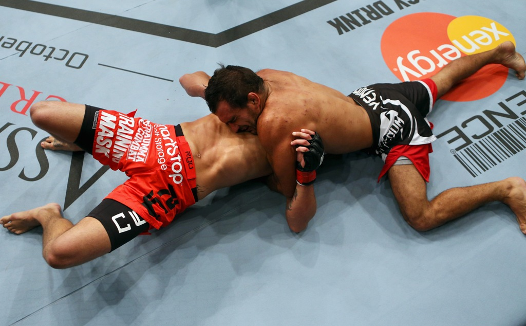 Pesar o corpo foi o segredo de Rani para finalizar / Foto: Divulgação/UFC.