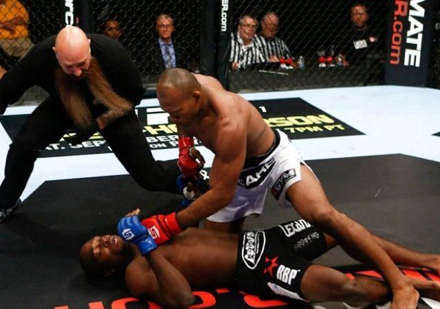 Vídeo: Jiu-Jitsu é combinar golpes, como Jacaré mostrou no Strikeforce e no dojô