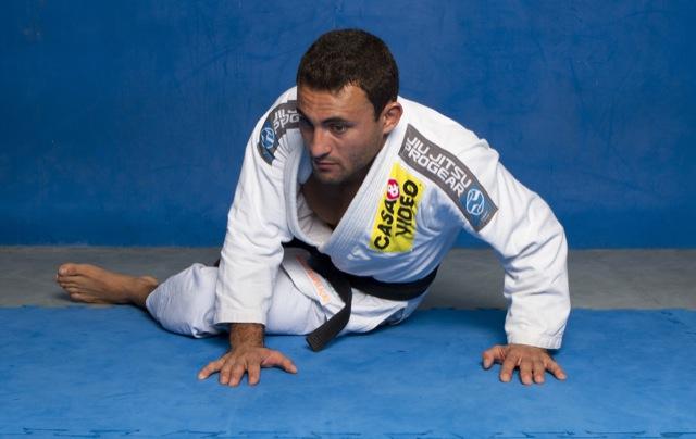 GMI: como anda sua alavanca? Aprimore a raspagem de gancho no Jiu-Jitsu