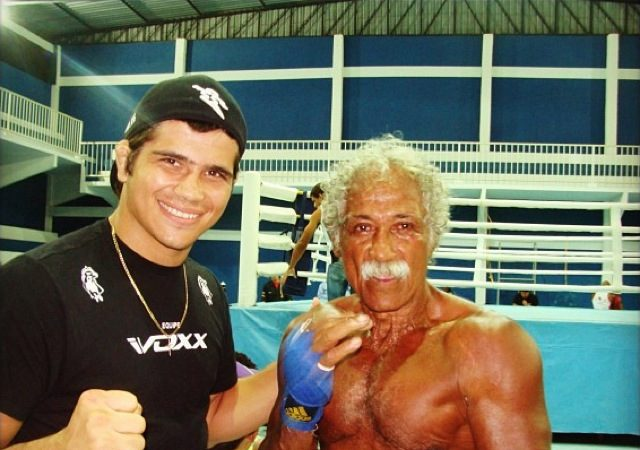 Watch Touro Moreno, father of Olympic silver medalist, in vale-tudo action