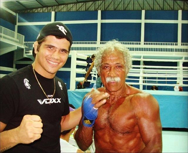 Touro Moreno com a fera do UFC Erick Silva