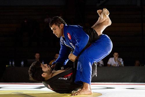 Jiu-Jitsu: aprenda três ataques da guarda fechada