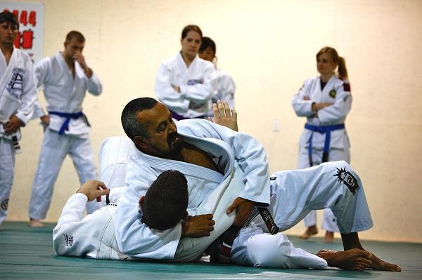 Jiu-Jitsu video: armbar and how to comfortably finish