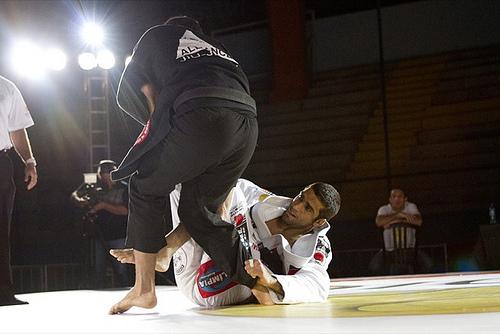 Veja o campeão absoluto Leandro Lo finalizando no ataque duplo em Fortaleza