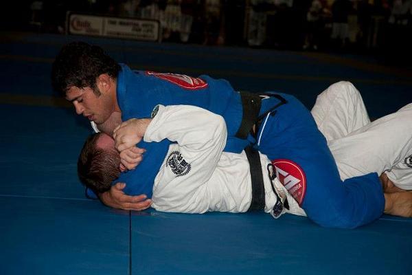 Video: Jiu-Jitsu, crossed arms and armbar, by Otavio Sousa