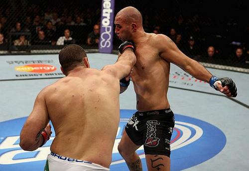 Shogun bate Lyoto e leva a maior bolada do UFC on Fox 4