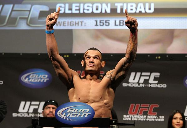 Attack the heel with one of the stars from Gleison Tibau's event
